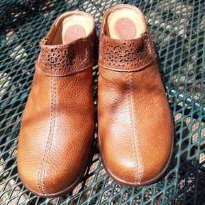 Ariat brown slides